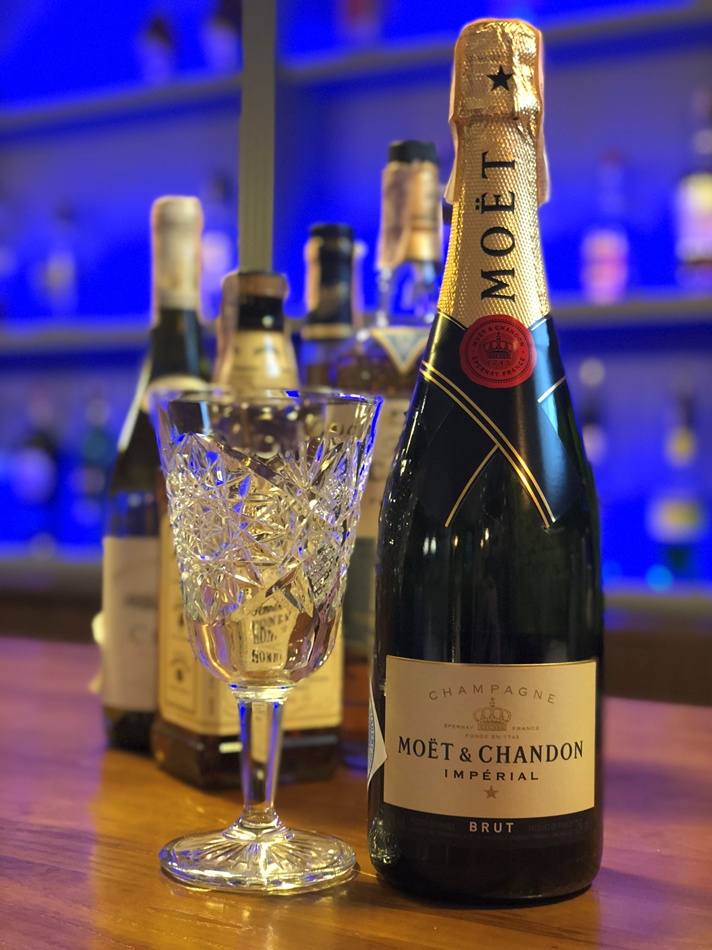 Шампанское Moet & Chandon Brut Imperial - 2600 гривен, True Price - 1650 гривен