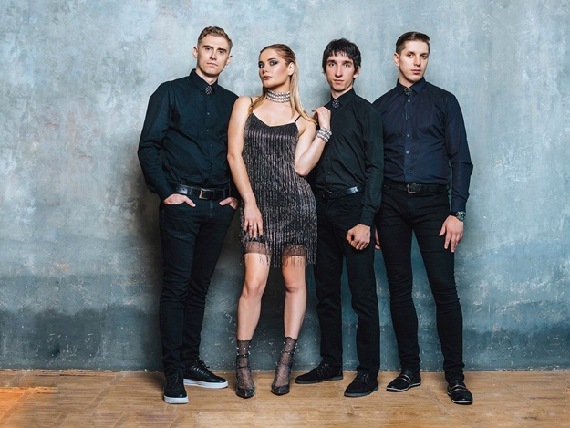 Live & Dance:  The Capers